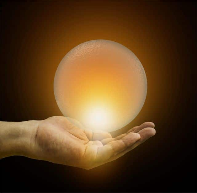Hand_Holding_Glowing_Crystal_Ball